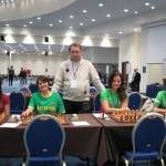 iš kairės: WGM Deimantė Daulytė, WIM Salomėja Zaksaitė, Dominyka Batkovskytė, Giedrė Vanagaitė; stovi Lietuvos moterų komandos vadovas IM Vaidas Sakalauskas - 18-tasis Europos šachmatų komandų čempionatas