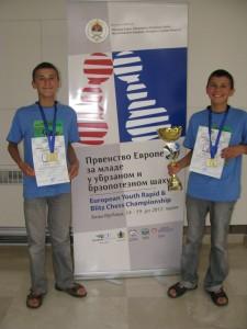 2012 metų Europos greitųjų šachmatų komandinės rungties čempionai Jonas Sidabras ir Ignas Sidabras