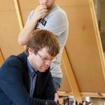 2014 metų Lietuvos čempiono GM Šarūno Šulskio žaidimą stebi tarptautinis meistras Mindaugas Beinoras