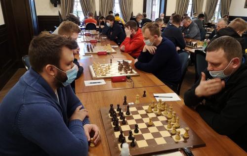 Šachmatų lygos starte – dvivaldystė